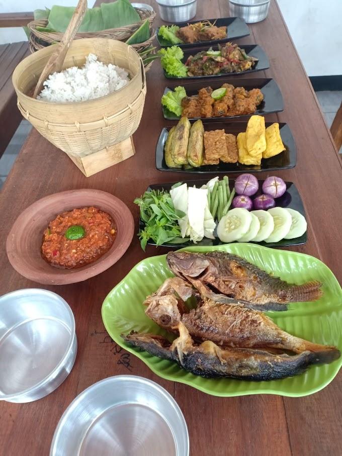 Warung Makan Alas Daun, Sedia Aneka Kuliner Lezat, Pakel Montong Tuban