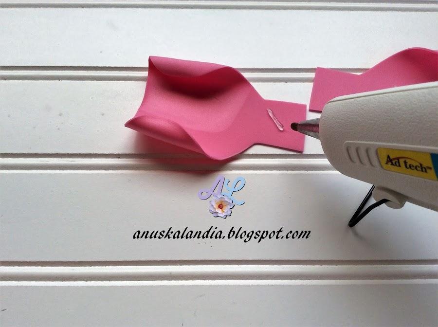 Rosa-gigante-en-goma-eva-o-foamy-7-poner-silicona-Anuskalandia