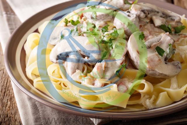 طريقة عمل الفوتشيني بالدجاج وصلصة الكريمة
