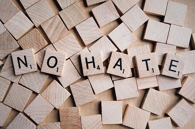 100 Kata Kata Bijak Tentang Orang Sirik, Iri dan Dengki