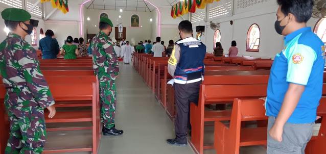 Personel TNI-POLRI dan OKP saat pengamanan gereja di Tiga Dolok