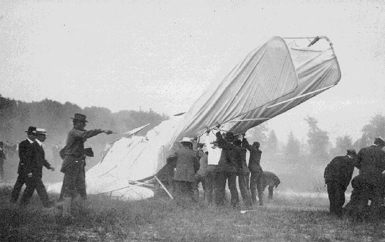 bracia Wright i Thomas Selfridge wypadek samolotu. Krótkie historie i ciekawostki historyczne o braciach Wright.