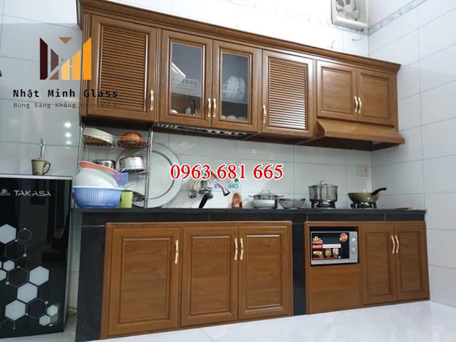 mẫu tủ bếp nhôm giả gỗ đẹp