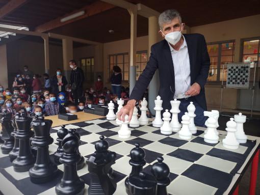 La dernière partie s'achève par un match nul dans la cour de l'école Sembel d'Agen - Photo © Julien Durou