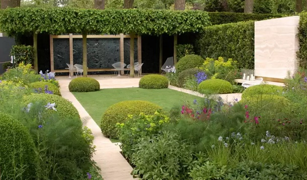 Двор-сад в стиле модерн