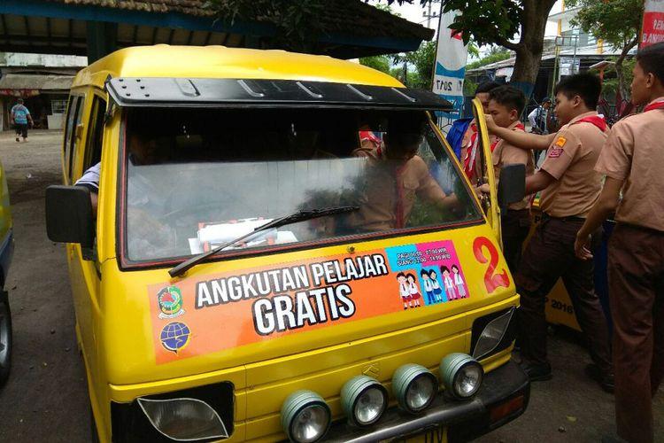 Angkutan pelajar gratis di Banyuwangi.