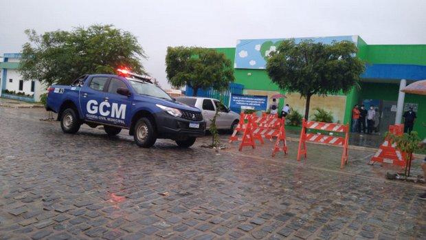 Criminosos armados atiram contra prédio do AME infantil de Santa Cruz do Capibaribe