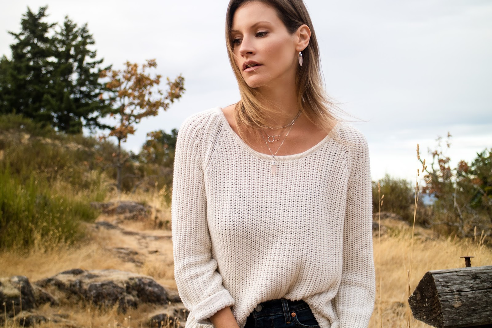 fashion blogger, alison hutchinson is transitioning into fall fashion with Sarah Mulder Jewelry