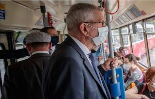 صورة,جديدة,للرئيس,النمساوي,على,متن,وسيلة,نقل,عمومي