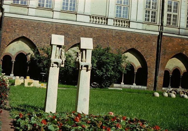 1977 год. Рига. В саду возле Домского собора