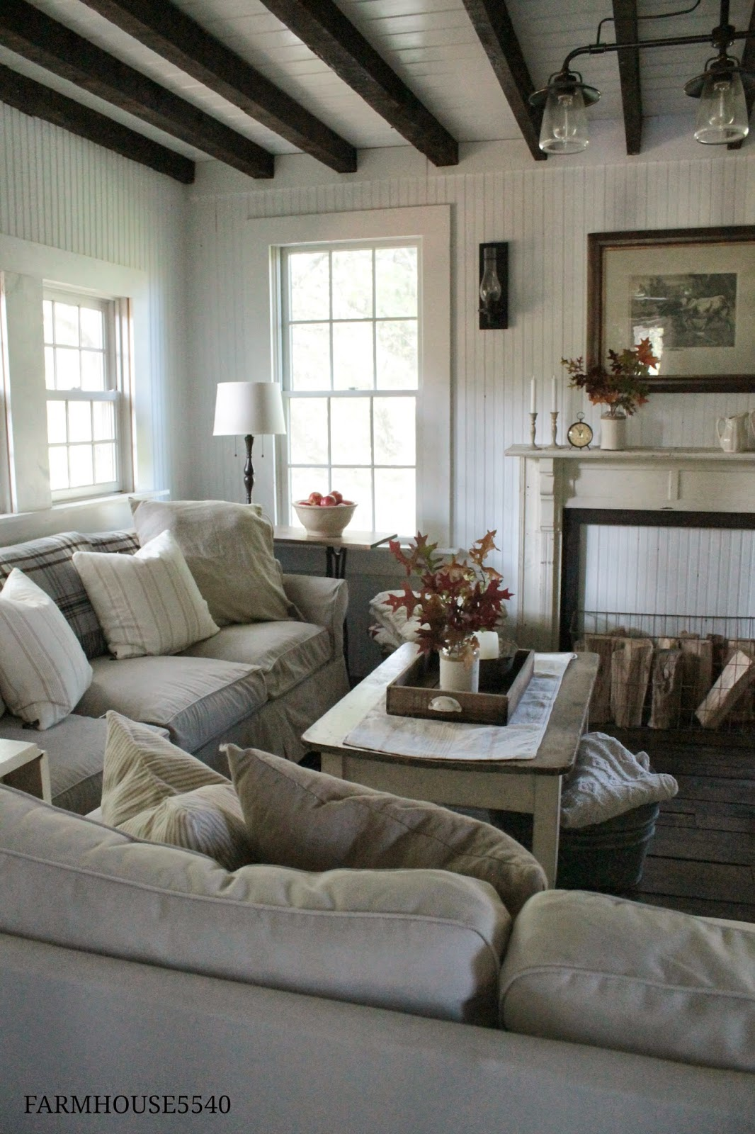Family Living Room Designs: FARMHOUSE 5540: Autumn In The Family Room
