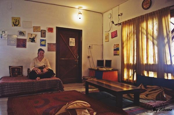 Stops-Hostel-Varanasi