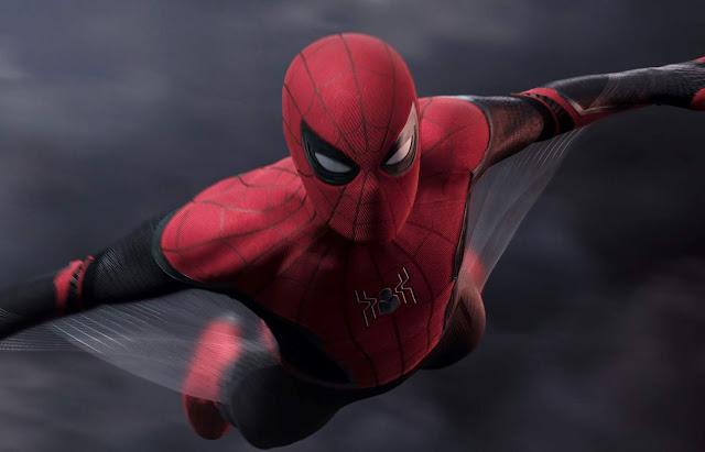 """Peter cria seu próprio traje no vídeo inédito de """"Homem-Aranha: Longe de Casa"""""""