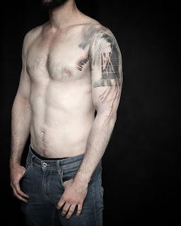 2018-2019 Tatouage tatouage bras épaule, noir et gris, lignes et textures, françois theurel, par olivier poinsignon