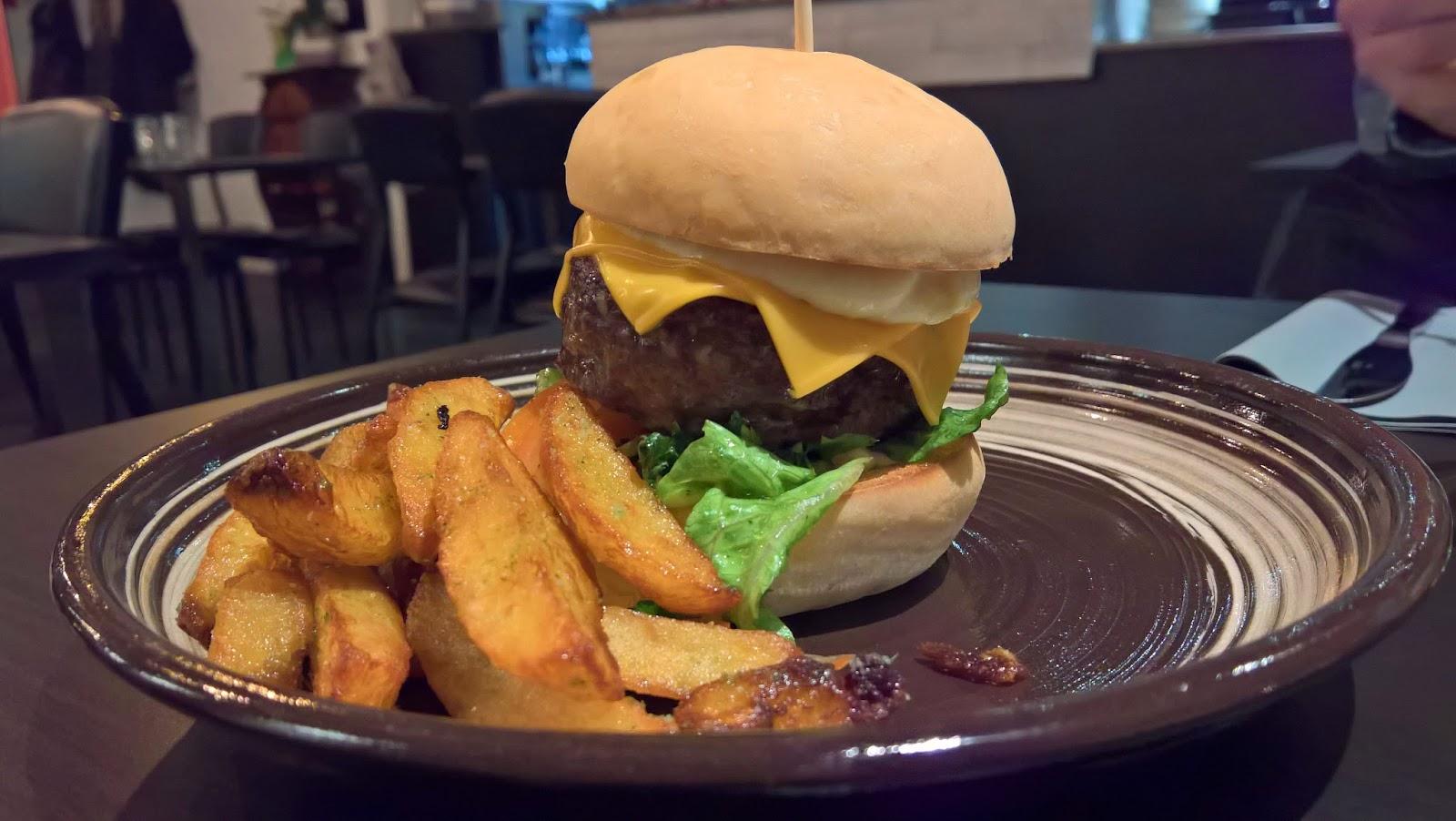 Jyväskylä hampurilaistesti hampurilainen burger mallaspulla ruokablogi lutakko lutakon nurkka