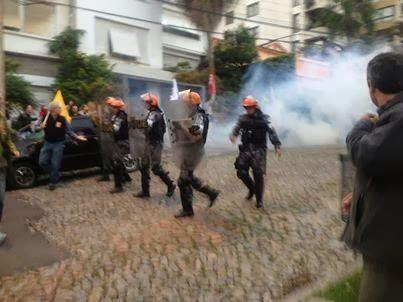 Professores do RS são agredidos violentamente a mando do governo do estado.