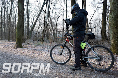 Parco del Lura in bicicletta: anche in pieno inverno è possibile pedalare lungo i sentieri.