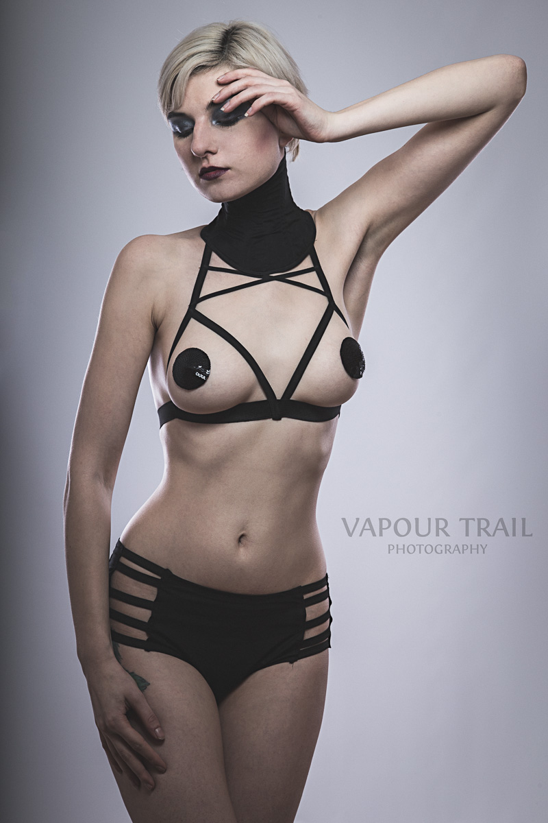 Sara Scarlet by Vapour Trail Photography