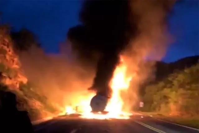 Quatro veículos pegam fogo após acidente na BR-116 em Jaguaquara