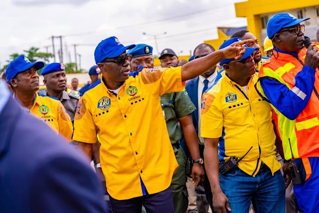 See The Moment Sanwo-Olu Stormed LRU Office At Alausa (Photos)