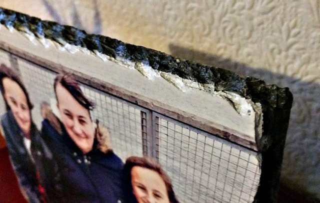 The edges of the Slate Photo Panel