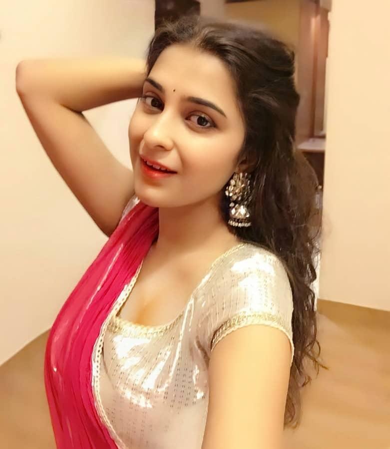 surbhi shukla actress instagram pic