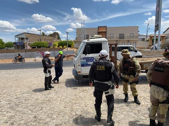 Caminhão que transportava água é a apreendido em Pau dos Ferros por apresentar queixa de roubo