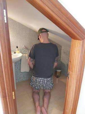 Lustiger Baupfusch extrem kleines Bad