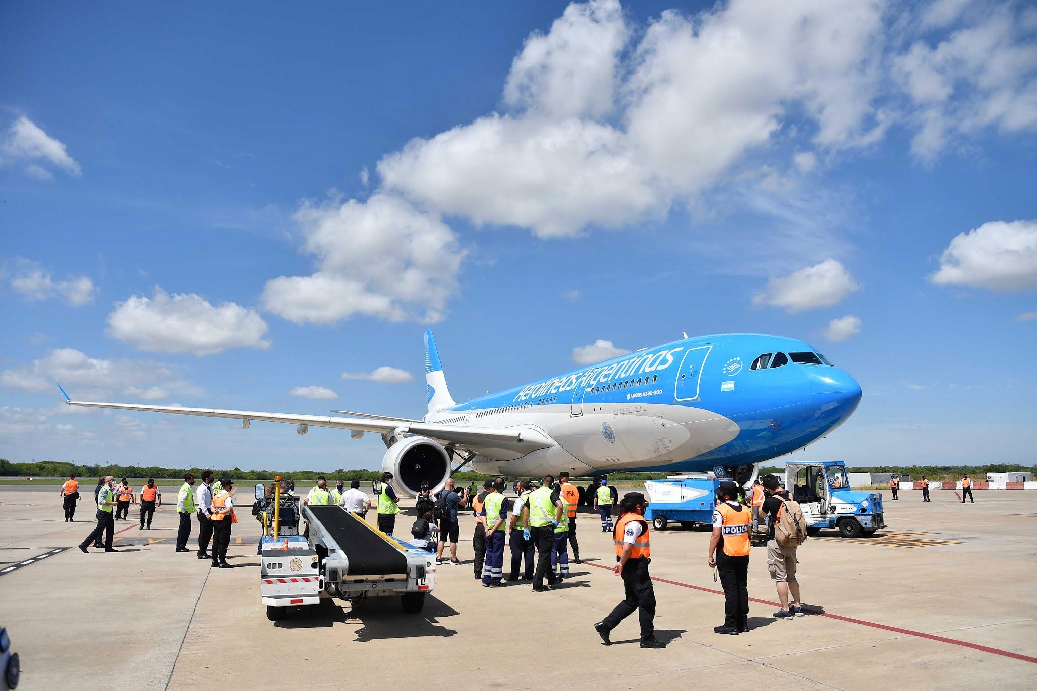 Llegó el avión de Aerolíneas Argentinas con la segunda tanda de 300.000 dosis de la vacuna Sputnik V