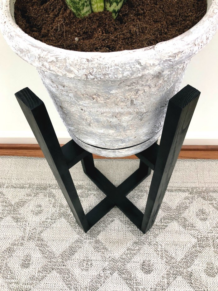 Easy DIY Plant Stand top view
