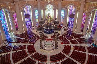 Interior de la Basílica de Nuestra Señora de la Paz - Costa de Marfil