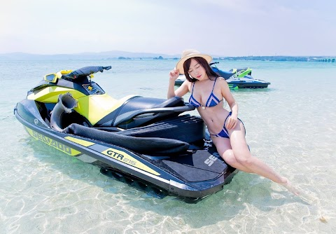 Get an adrenaline rush on a jet ski [4pics]