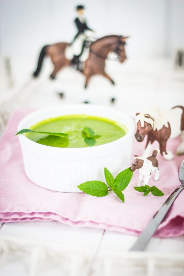 Gesundes Essen für Kinder: Erbsensuppe mit Kräutern