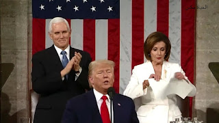 بالفيديو نانسي بيلوسي تمزق خطاب ترامب بعد تجاهله لها