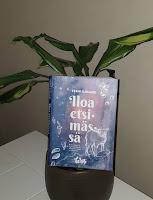 Iloa etsimässä - kirja nojaa viherkasviin