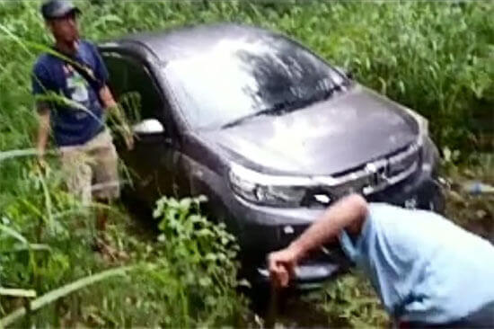 Aneh Tapi Nyata, Video Mobil Tersesat di Hutan Moga