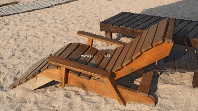 kursi malas kayu