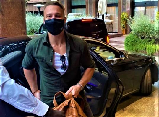Kerem Bürsin has landed in Malpensa, the actor will soon be on Verissimo (Video)