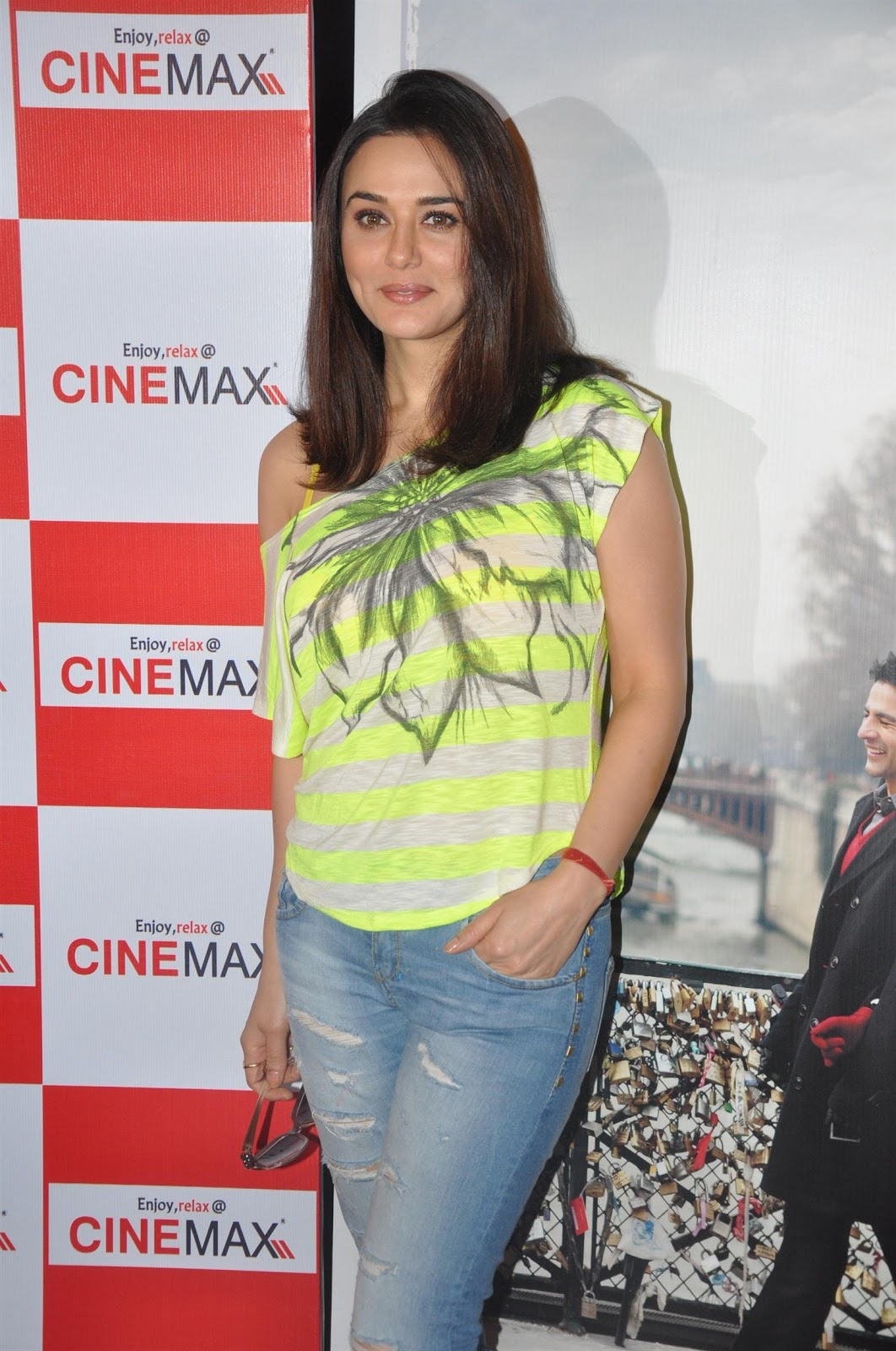 Wallpaper Cute Girl Pakistani High Quality Bollywood Celebrity Pictures Preity Zinta