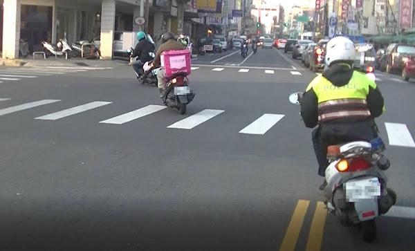 彰化警分局防搶演練 熊貓外送員協助抓搶匪