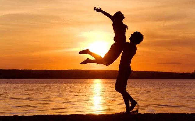 Erkeklerin ve Kadınların Birbirlerinden Hoşlandığını  Gösteren 13 Belirti