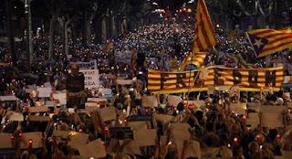Καταλονία: Αυτονομιστές καλούν τον κόσμο να κάνει μαζικές αναλήψεις από τις τράπεζες