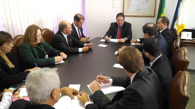 Governo e Bancada Tocantinense discutem projetos de melhoria fiscal para o Tocantins