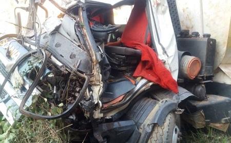 http://www.jornalocampeao.com/2019/10/motorista-morre-ao-despencar-com.html