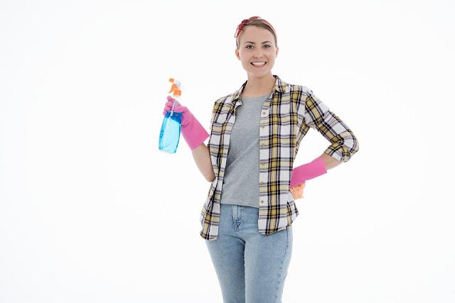 donna-pulizia-vetri-lavare vetri-prodotti