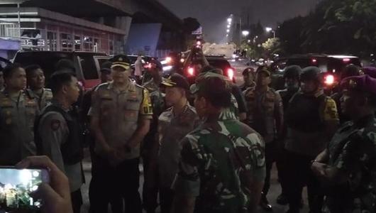 Kapolri dan Panglima TNI Datangi Lokasi Rusuh di Slipi