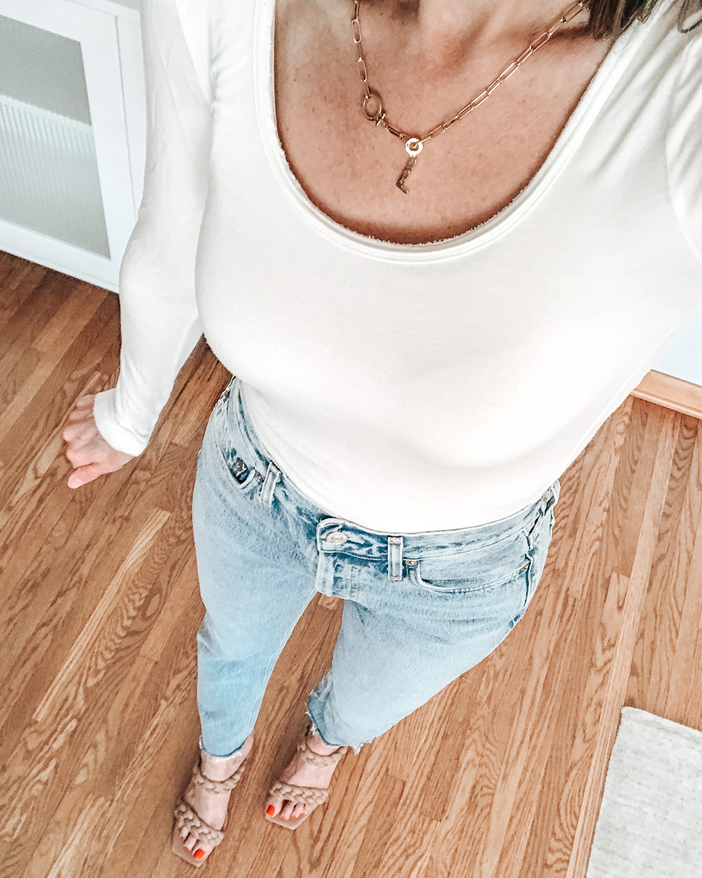 style influencer over 40, agolde 90s jeans, dolce vita braided sandals