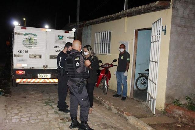 Dois jovens de 23 e 17 anos são mortos dentro de casa no Quixabeirinha em Mossoró