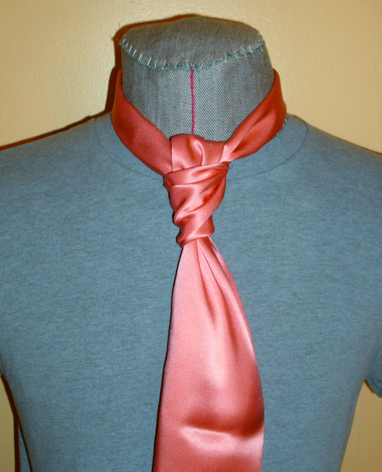 81b58f615c9b The Ruche tie, which is simply an ascot tied like a four-in-hand, is  sometimes used where the ascot would seem too showy, or where the  personality of the ...
