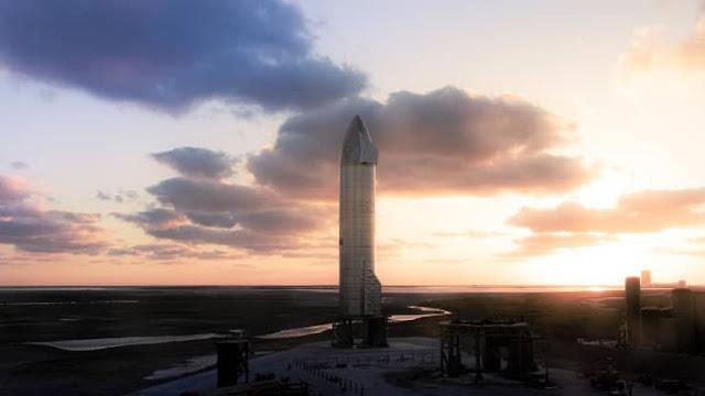 Starship SN9 no campo de lançamento em Boca Chica, Texas, EUA